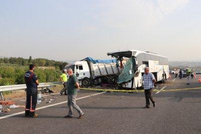 14 жертви след катастофа с автобус в Турция