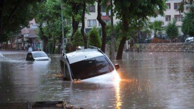 След огнения ад в Турция, наводнения заляха страната