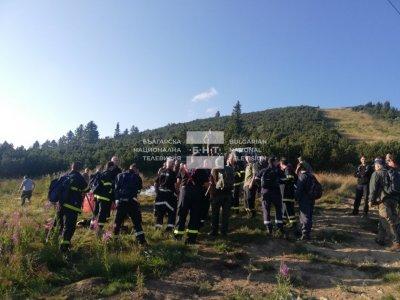 Екипи на място продължават да следят огнищата в Рила