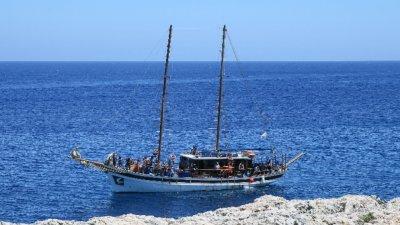 Плавателен съд потъна край гръцкия остров Милос