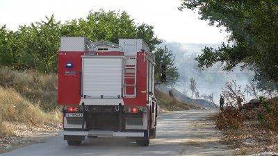 Гасят два нови пожара край Трън и Дупница