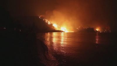 Гърция се бори с огъня: Най-тежко остава положението на остров Евия