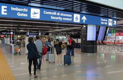 Арестуваха мафиотка от клана Камора на летището в Рим