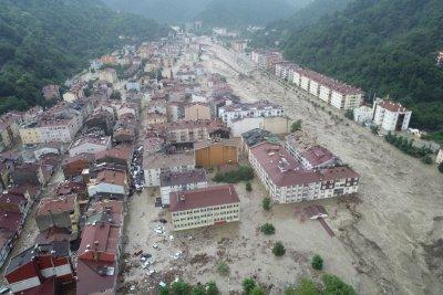 Расте броят на жертвите на наводненията в Турция