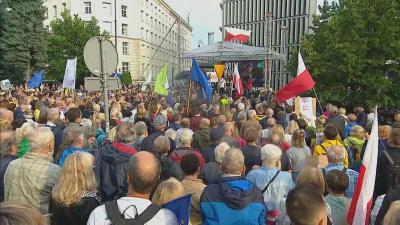 Хиляди поляци се обявиха в защита на свободата на словото