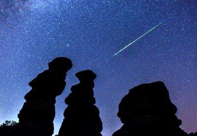 Небесният спектакъл на метеорния поток Персеиди (Снимки)