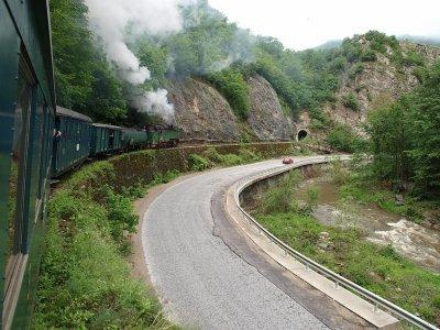 Напрежение на жп гарата в Септември заради препълнена теснолинейка
