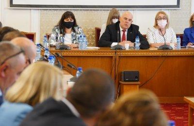 Иван Гешев се яви за изслушване в правната комисия