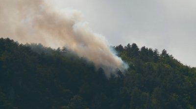 Продължава гасенето на пожара в Югово, огънят не се е разрастнал