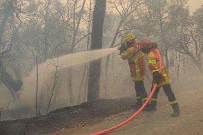 Пожарите във Франция взеха две жертви