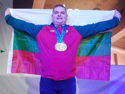 Ангел Георгиев грабна европейско злато в щангите след само два опита