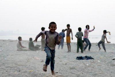 """УНИЦЕФ: Един милиард деца са в """"изключителен риск"""" заради въздействието на климата"""