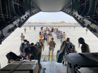 МВнР: Към момента 20 български граждани са напуснали Кабул