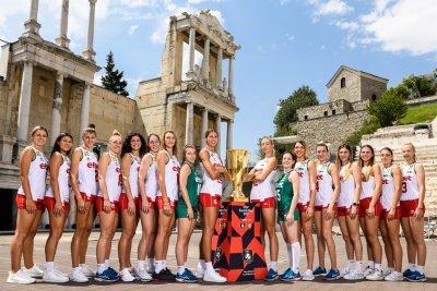Волейболните националки с уникална фотосесия с трофея от ЕвроВолей 2021