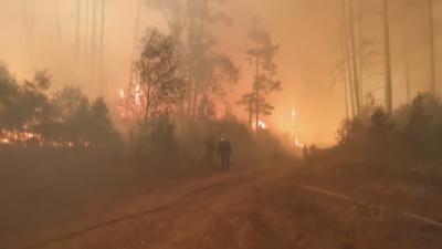 Пожарникари се измъкнаха от огнен пръстен в Русия