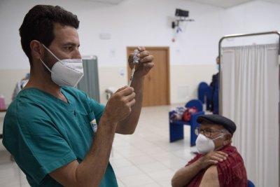 Жалби срещу задължителното ваксиниране и зеления пропуск в Италия