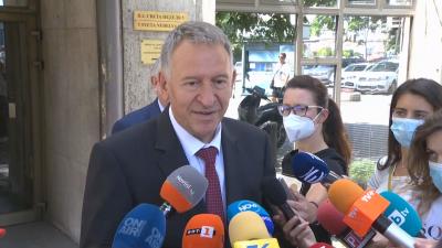 Здравният министър за мерките: Правим всичко възможно максимално да отложим затягането
