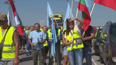 """Трети ден протест на работниците на """"Автомагистрали - Черно море"""""""