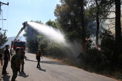 Евакуират гръцки населени места заради пожарите
