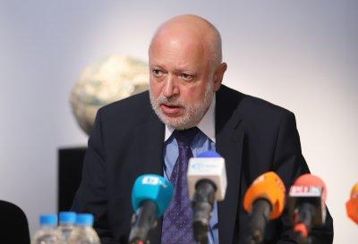 Министър Минеков към творците: Надявам се всички да осъзнават колко е важно ваксинирането