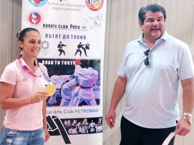 Олимпийската шампионка Ивет Горанова събра 500 каратеки на летен лагер