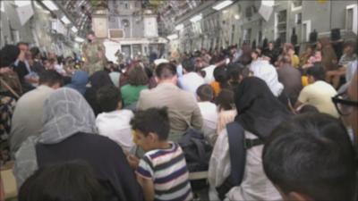 Еврокомисарят по икономиката: Държавите трябва да създадат коридори за прием на бежанци от Афганистан