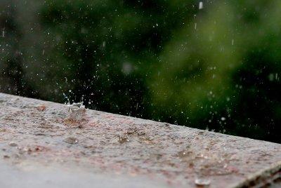 Очакват се по-интензивни валежи и силни бури в Южна и Източна България