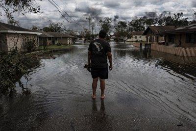 Ураганът Айда отслабна до тропическа буря