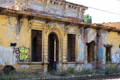 История в разруха: Царската гара в Казичене (Снимки)