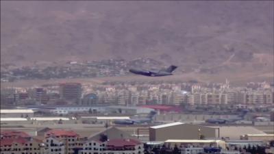 Евакуацията на американски войници от Кабул продължава под обстрел