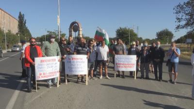 Лозари излязоха на протест заради ниските изкупни цени на гроздето