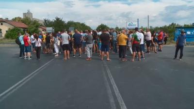 Пловдивски земеделци блокираха пътя Пловдив - Карлово заради унищожената реколта