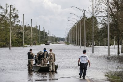 Ураганът Айда отнесе магистрала - двама загинаха