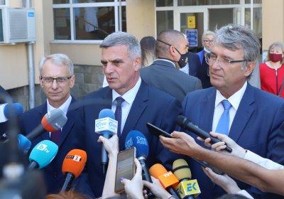 Стефан Янев: Спекулации са твърденията, че правителството търси начин за задължителна ваксинация