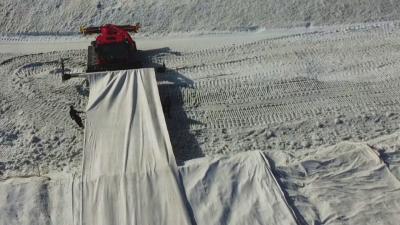 В Швейцария покриха ледник, за да спрат топенето му
