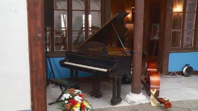 Роялът на Милчо Левиев ще продължи да свири в Стария Пловдив