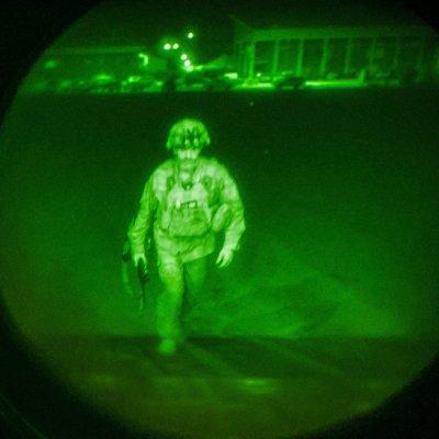 Последният американски военен напусна Афганистан