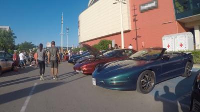 Парад на автомобили от различни епохи във Варна