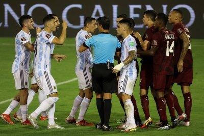 Аржентина и Бразилия победиха в гостувания, Меси се размина с фатална контузия