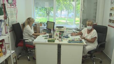 Семейство от Пловдив попада в омагьосан кръг, докато успее да ваксинира сина си