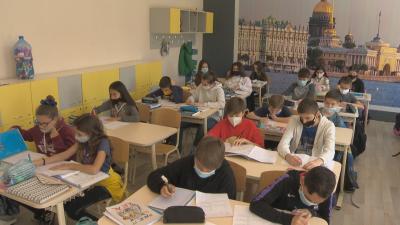 Образователният министър: Не може да има присъствено обучение без здрави учители