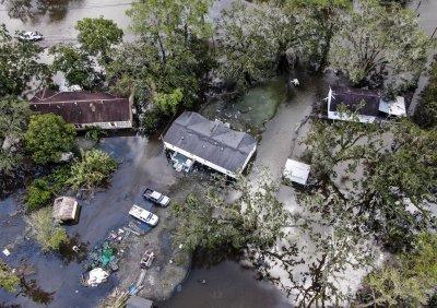 12 жертви на урагана Айда в Луизиана