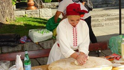 В Банско показват как се меси хляб с любов (Снимки)