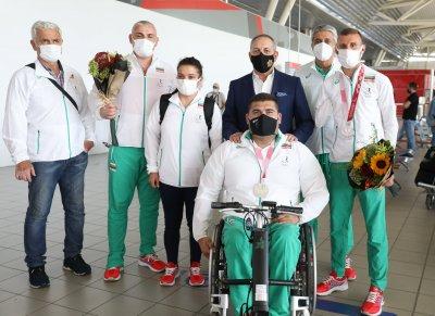 Медалистите ни от Параолимпиадата се прибраха в България