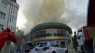 """Има задържан за палежа на """"Купола"""" в Благоевград"""