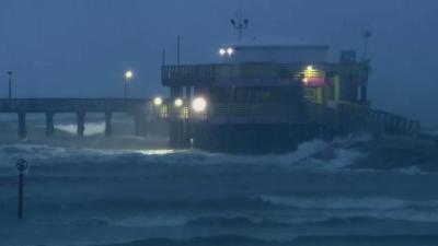 Ураганът Никълъс приближава Тексас