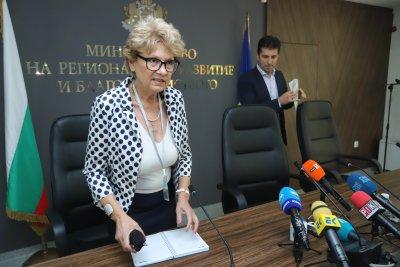 """Министър Комитова: Установихме незаконно строителство по три отсечки на АМ """"Хемус"""""""