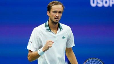 Медведев даде сет, но продължава на US Open
