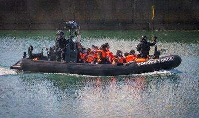 Франция спаси 126 мигранти във водите на Ламанша