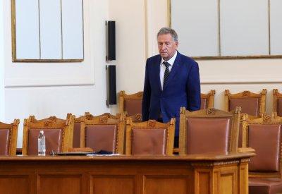 """Парламентът прие единодушно: Даряваме 51 000 дози от """"Пфайзер"""" на РСМ"""